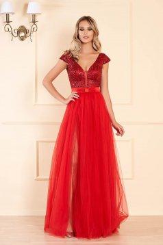 Rochie rosie lunga de ocazie in clos cu spatele gol cu bust buretat cu decolteu in v cu aplicatii cu paiete