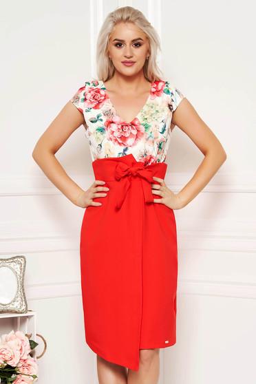 Rochie corai eleganta de zi cu un croi drept din stofa subtire usor elastica cu decolteu in v