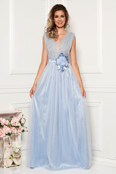 Rochie albastru-deschis LaDonna de ocazie cu aplicatii cu pietre strass cu decolteu adanc