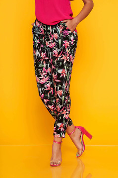 Pantaloni Top Secret negri casual conici cu buzunare si imprimeu floral