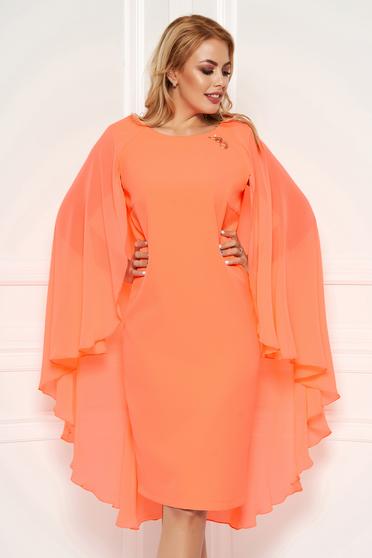 Rochie portocalie eleganta cu un croi cambrat midi suprapunere cu voal accesorizata cu brosa