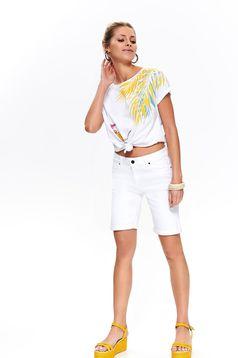 Pantalon scurt Top Secret alb casual cu talie medie din denim pana la genunchi cu buzunare in fata