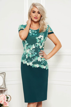 Rochie verde-deschis midi eleganta cu un croi drept din material subtire cu maneca scurta si suprapunere cu dantela
