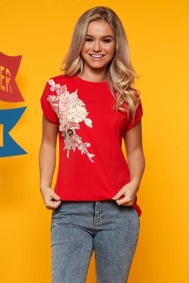 Tricou SunShine rosu din bumbac cu croi larg cu maneca scurta cu aplicatii florale
