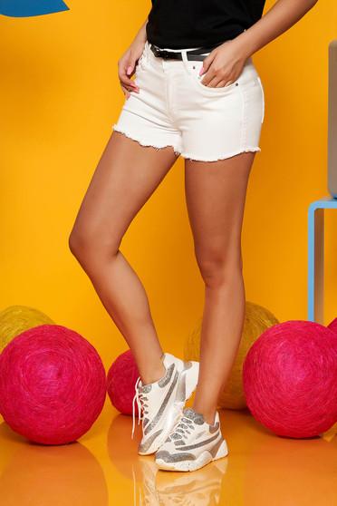 Pantalon scurt SunShine alb casual din denim cu talie medie cu accesoriu tip curea