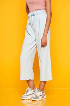 Pantaloni SunShine albastri deschis eleganti din material vaporos cu talie inalta si buzunare accesorizati cu cordon