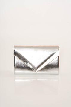 Geanta dama argintie eleganta tip plic din piele ecologica accesorizata cu lantisor