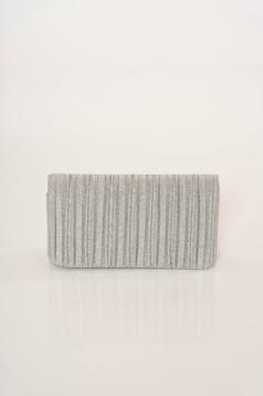 Geanta dama argintie plic eleganta accesorizata cu lant metalic cu un compartiment cu buzunar interior