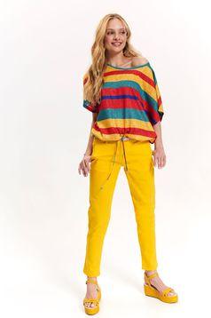 Pantaloni Top Secret galbeni cu buzunare in fata cu talie medie si accesoriu tip curea