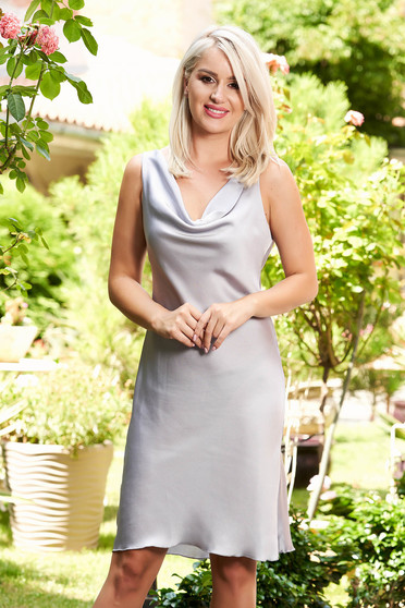 Rochie SunShine gri eleganta scurta de zi din material satinat cu un croi drept fara maneci