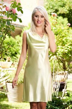 Rochie SunShine verde-deschis eleganta scurta de zi din material satinat cu un croi drept fara maneci