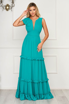 Green dress with v-neckline with ruffle details from veil fabric