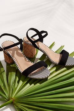 Sandale Top Secret negre casual din piele ecologica cu barete subtiri cu toc gros