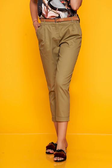 Pantaloni Top Secret khaki office 3/4 cu buzunare in fata cu accesoriu inclus