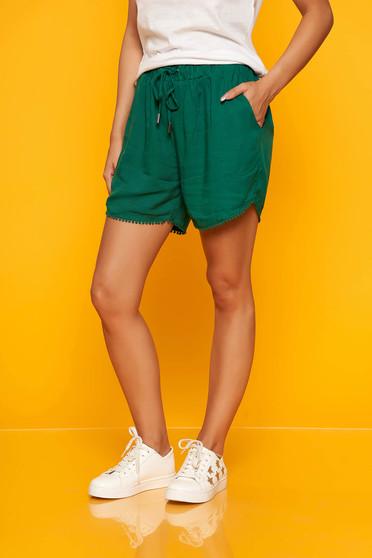 Pantalon scurt Top Secret verde casual cu talie inalta si elastic cu buzunare in fata