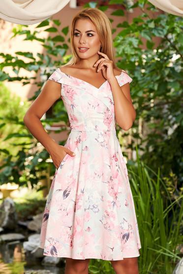 Rochie StarShinerS roz deschis eleganta in clos din stofa cu buzunare bust captusit si imprimeu floral