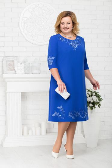 Rochie albastra de ocazie cu un croi drept midi cu decolteu rotunjit si aplicatii cu pietre strass