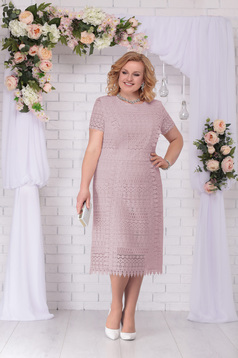 Rochie lila eleganta de ocazie cu un croi drept midi cu maneci din macrame si umerii buretati