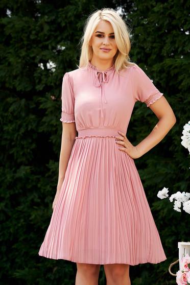Rochie roz prafuit de zi in clos midi din voal cu elastic in talie plisata