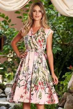 Rochie roz prafuit de zi midi in clos cu elastic in talie din material satinat cu imprimeu floral