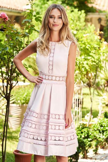 Rochie SunShine roz deschis eleganta in clos midi fara maneci cu buzunare in fata