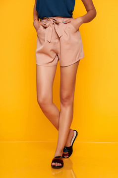 Lightpink short casual high waisted accessorized with tied waistband with front pockets