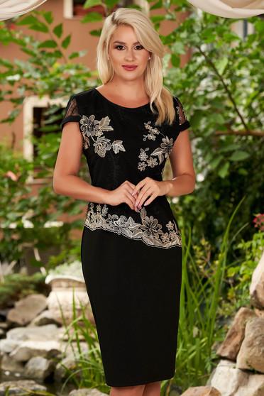 Rochie neagra eleganta midi cu un croi drept decolteu la baza gatului cu maneci scurte