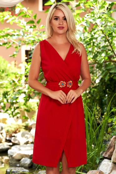 Rochie StarShinerS rosie de zi scurta cu un croi drept fara maneci cu decolteu in v si fusta petrecuta