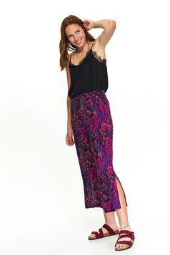 Pantaloni Top Secret roz casual trei sferturi cu croi larg snake print decupati pe picior