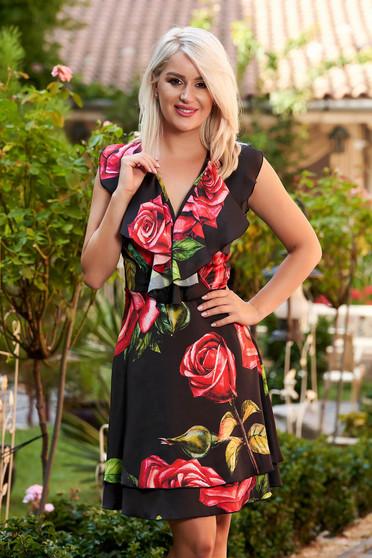 Rochie PrettyGirl neagra de zi in clos din satin fara maneci cu decolteu petrecut si imprimeu floral
