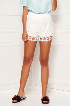 Pantalon scurt SunShine ivoire casual din dantela cu croi larg si talie medie