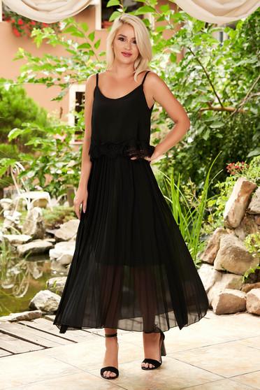 Rochie SunShine neagra midi de zi din voal cu croi larg plisata cu bretele