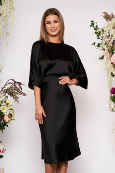 Rochie neagra eleganta midi de ocazie in clos din satin cu spatele decupat si maneci largi