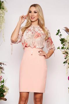 Rochie roz prafuit eleganta midi tip creion din voal cu maneci trei-sferturi si imprimeu floral