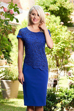 Rochie albastra midi eleganta cu un croi drept din material subtire cu maneca scurta si suprapunere cu dantela