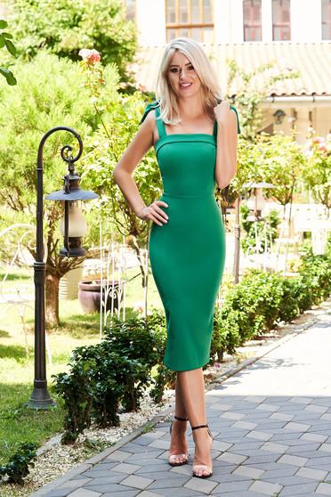 Rochie PrettyGirl verde eleganta de ocazie midi tip creion din stofa care se leaga cu fundita pe umeri