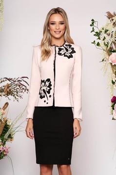 Sacou LaDonna roz prafuit elegant si cambrat din material gros cu maneca lunga si aplicatii cu perle