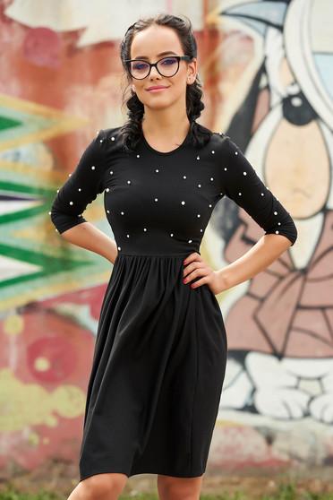 Rochie StarShinerS neagra scurta de zi in clos cu aplicatii cu perle si decolteu rotunjit