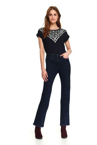 Bluza dama Top Secret albastru-inchis casual scurta cu croi larg decolteu la baza gatului cu maneci scurte si imprimeuri grafice