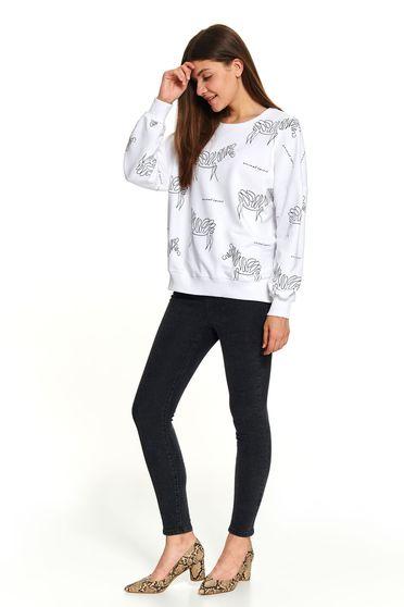 Bluza dama Top Secret alba casual scurta cu croi larg decolteu la baza gatului si imprimeuri grafice