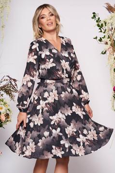 Rochie StarShinerS neagra midi de ocazie in clos din voal cu decolteu in v petrecut cu imprimeu floral si cordon detasabil