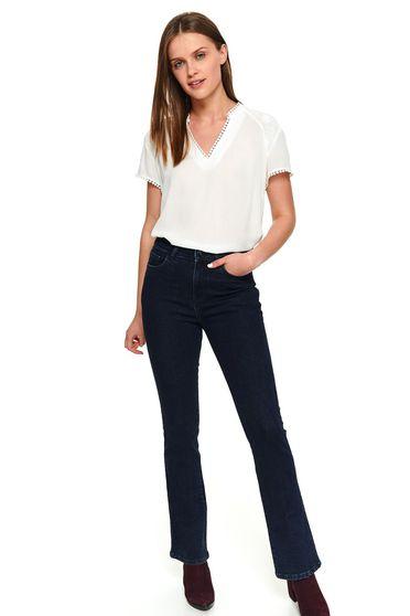 Pantaloni Top Secret albastru-inchis casual lungi evazati din denim cu buzunare in fata si in spate