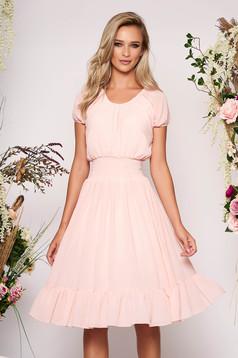 Rochie roz deschis midi de zi in clos din voal cu banda elastica in talie si maneci prinse in elastic