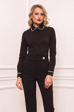 Camasa dama PrettyGirl neagra eleganta scurta mulata din bumbac usor elastic cu aplicatii cu perle si inchidere cu nasturi