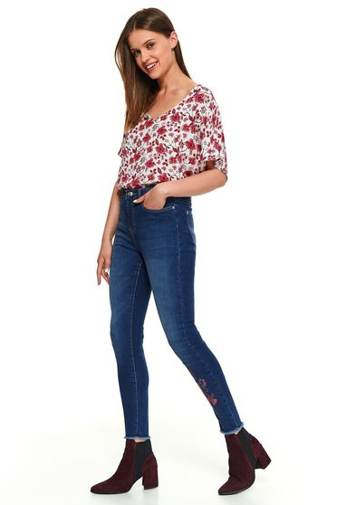 Blugi Top Secret albastri casual din denim cu aplicatie din broderie florala