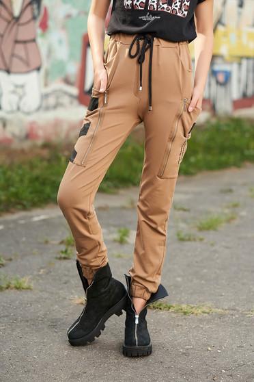 Pantaloni cappuccino lungi casual din bumbac cu talie inalta cu elastic si buzunare laterale
