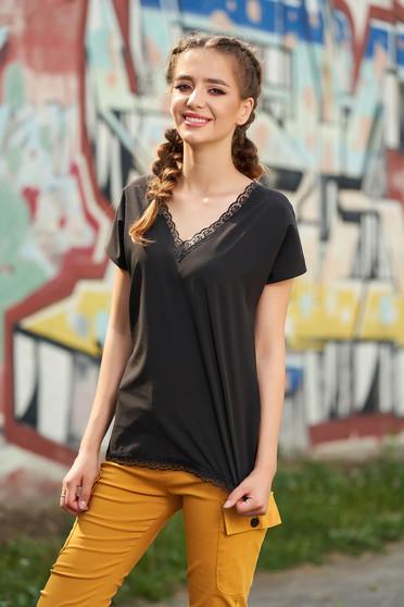 Bluza dama neagra eleganta scurta cu croi larg cu decolteu in v si aplicatii de dantela
