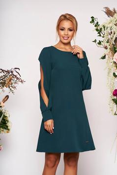 Rochie verde eleganta scurta cu croi in a cu decolteu la baza gatului si maneci lungi decupate
