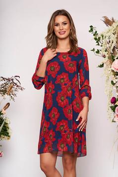 Rochie rosie scurta eleganta cu croi in a cu maneci trei-sferturi decolteu la baza gatului cu imprimeu floral