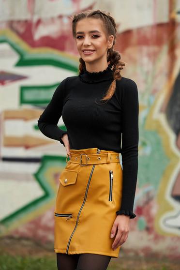 Pulover SunShine negru casual pe gat scurt mulat din material reiat tricotat guler cu volanase